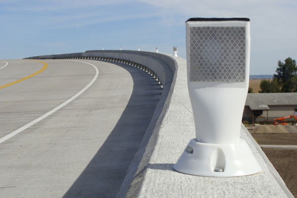 "Concrete Traffic Barrier ""Cup Mount"" Delineator"